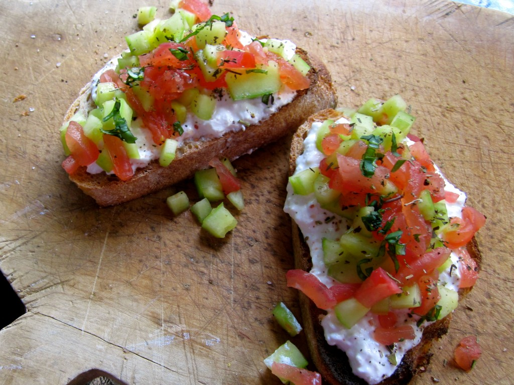 a healthy and delicious tartine - American style