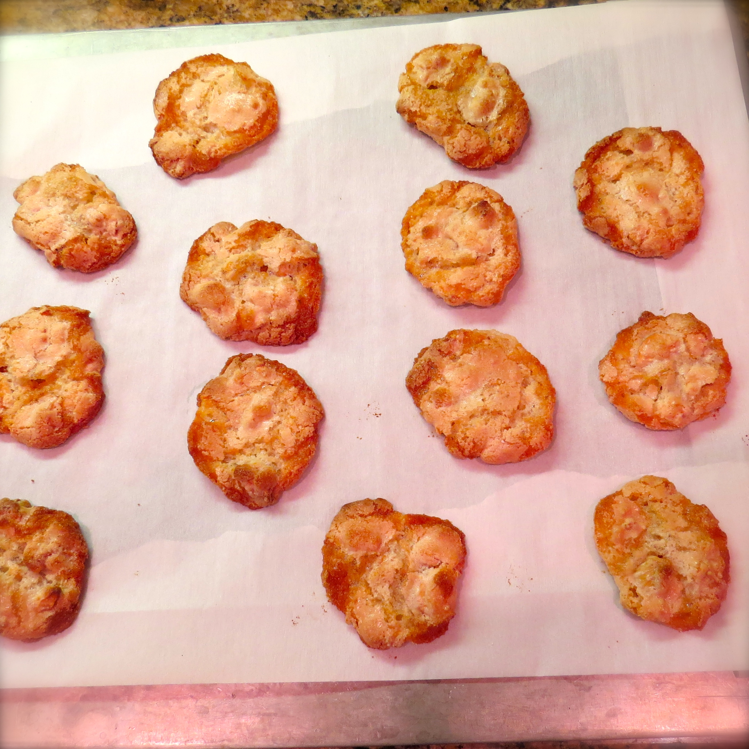 After removing the cookies from the oven,transfer the baking sheet to a cooling rack for 10 minutes.